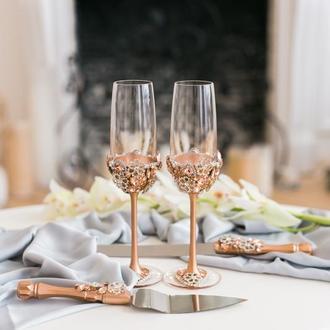Свадебный набор Бриллиантовые цветы. Бокалы для молодоженов и приборы для свадебного торта