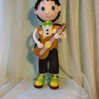 """кукла  из фоамирана """"Юный гитарист"""""""
