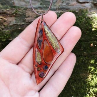 Крыло бабочки с цветам внутри