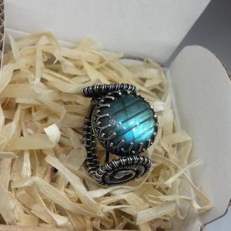 Серебряное кольцо с натуральным лабрадоритом