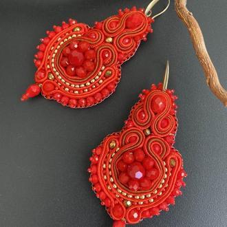 Серьги этно  красные объемные из бисер и сутаж