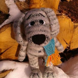 Пес Волчок вязаная игрушка