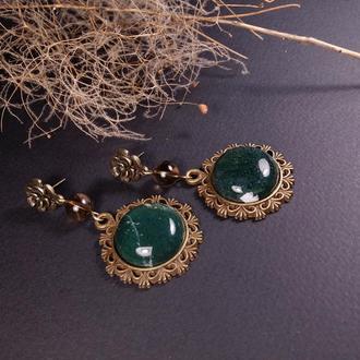 Серьги с круглыми зелеными кабошонами мохового агата