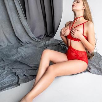 Сексуальный красный комплект белья
