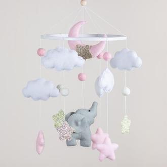 Мобиль для девочки Нежный слоник под луной и облаками (Нежно розовый)