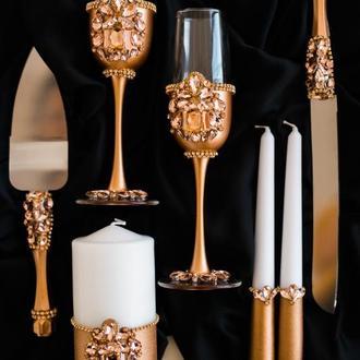 Набор на свадьбу Розовый сапфир. Фужеры, нож и лопатка, набор свечей в едином стиле