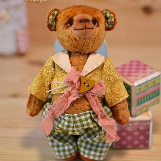 Плюшевый Тедди мишка.