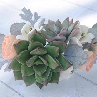 Свадебный гребень с цветами суккулентами и эвкалиптом
