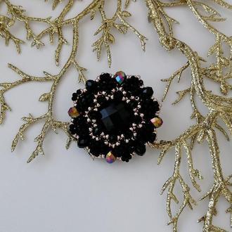 Модная черно-золотая брошь