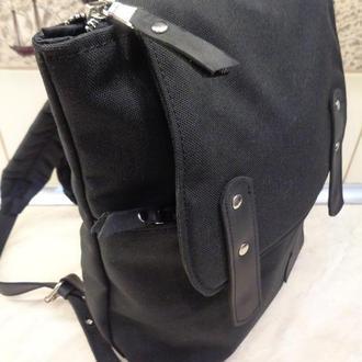Городской рюкзак из кожи и текстиля.