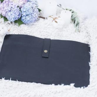 Кожаный черный чехол для ноутбука на кнопке