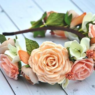 Обруч для девочки с цветами Ободок с персиковыми розами ранункулюсами и белыми фрезиями