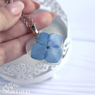 Підвіска у формі серця з синьою гортензією • кулон сердце с синим цветком в смоле