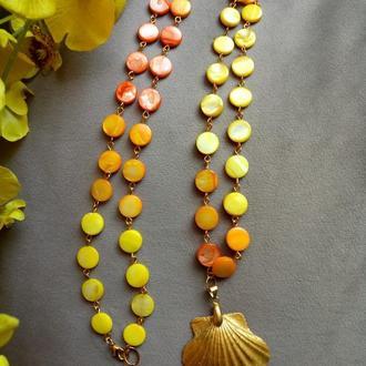 Яркие, летние, запоминающиеся и нарядные бусы, цепочка из натурального перламутра.