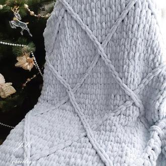 Плед из плюшевой пряжи с геометрическим узором