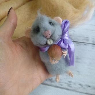 """Игрушка из шерсти """"Мышка с орехом"""""""