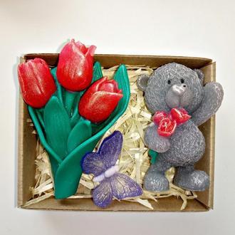 Набор сувенирного мыла букет тюльпанов и мишка