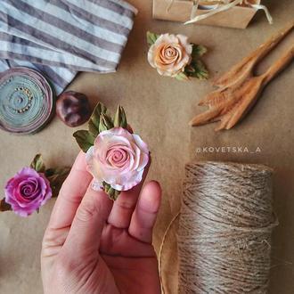 Брошь с розой из полимерной глины