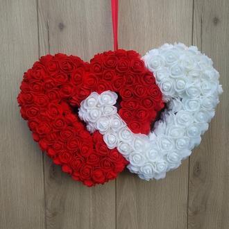 Двойное бело-красное сердце из роз - декор ко дню святого Валентина, свадьба,