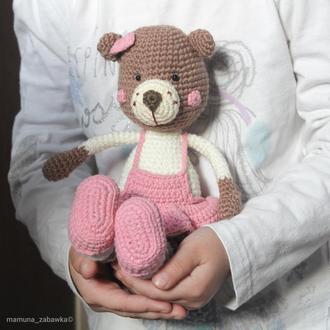 Іграшка м'яка в'язана ведмедик в сарафані подарунок дівчинці