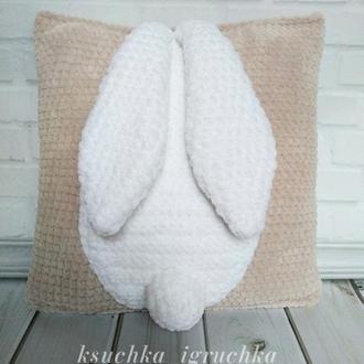 Плюшевая интерьерная подушка зайчик