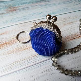Маленькая вязаная монетница брелок из бисера
