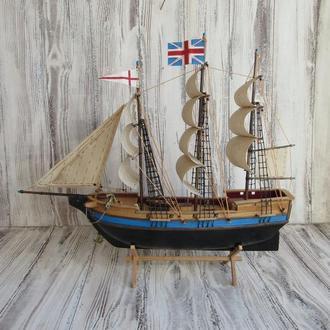 Модель деревянного корабля