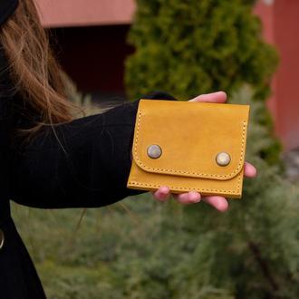 Кожаный кошелек на кнопках желтый