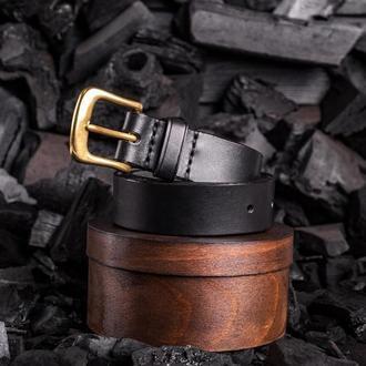 Брючный ремень из натуральной кожи с латунной пряжкой в черном цвете от мастерской Hidemont
