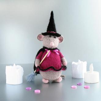 Вязаная игрушка спицами, мышка-ведьмочка.