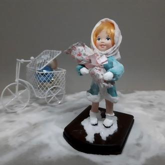 """Колекційна ватна іграшка """"Дівчинка з лялькою"""""""