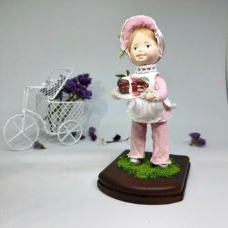 """Колекційна ватна іграшка """"Дівчинка з тортиком"""""""