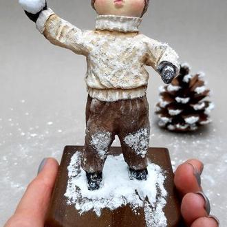 """Колекційна ватна іграшка """"Хлопчик зі сніжком"""""""