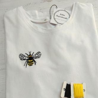"""Футболка женская с вышивкой """"Bee happy"""""""