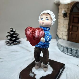 """Колекційна ватна іграшка """"Хлопчик з сердечком"""""""