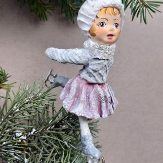 """Коллекционная ватная игрушка """"Девочка на коньках"""""""
