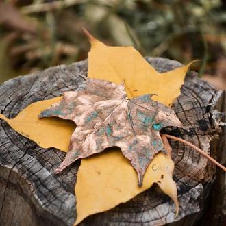 Мідна брошка- кленовий лист
