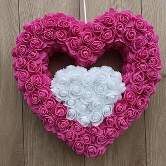 Двойное розово-белое сердце из роз - декор ко дню святого Валентина, свадьбы