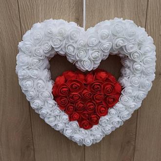 Двойное бело-красное сердце из роз