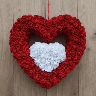 Двойное красно-белое сердце из роз ко дню Валентина, свадьбы