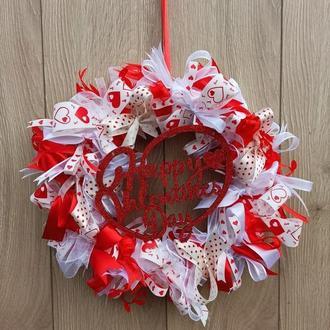 Красно-белый венок - декор ко дню Валентина