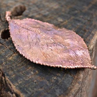 Сияющая медная брошь - листочек