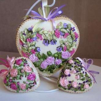 Сердечки-игольнички, вышитые лентами