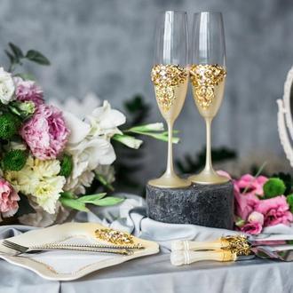 Набор на свадьбу Золотые гортензии. Бокалы, приборы для торта, десертная тарелка и вилки с декором