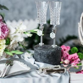 Свадебный набор Хрустальный водопад. Фужеры для шампанского и акссесуары для свадебного торта