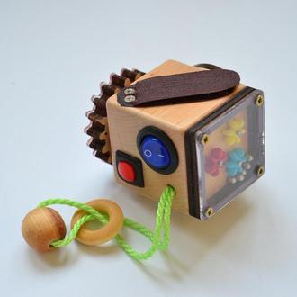 Бизикубик с выключателями и потайным отверстием