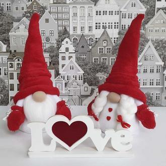 Скандинавський гном з вишитим іменем - подарунок на день Святого Валентина.