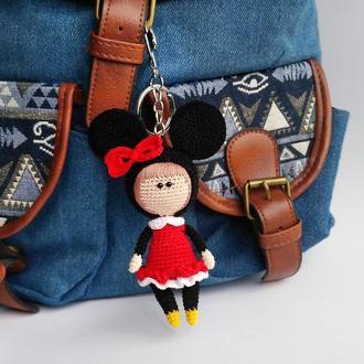 Вязаный брелок кукла Минни Маус, аксессуар на сумку или рюкзак, игрушка мышка, подарок девушке