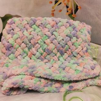 Плюшевый двухспальный плед фантазийной расцветки с узором плетенка