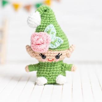 Зеленый садовый гномик с цветком,вязаная игрушка крючком ,амигуруми